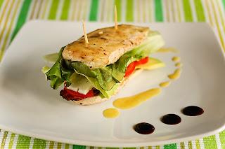 inverz cobb-saláta csirkemell fejessaláta saláta tojás paradicsom húsos szalonna roquefort avokádó