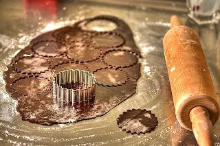csokis tészta kakaós tészta sodrófa nyújtófa kiszúróforma forma ravioli tészta