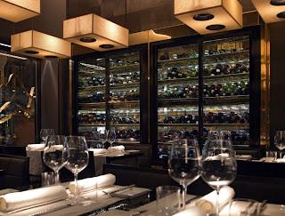Bábel delikát étterem belső tér borhűtő