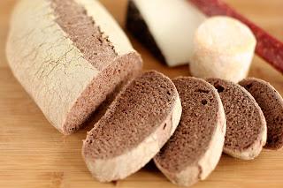 házi kenyér gránit gránitlap vörösbor bor szőlő mag szőlőmag liszt szőlőmagliszt barna kenyér teljes kiőrlésű liszt