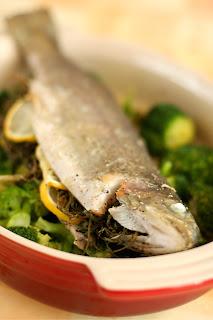 borsikafű pisztráng hal sütőben sült pisztráng fokhagyma fehérbor brokkoli olivaolaj