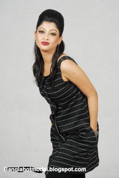 Model Sarika