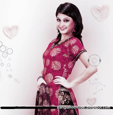 Model Sharika
