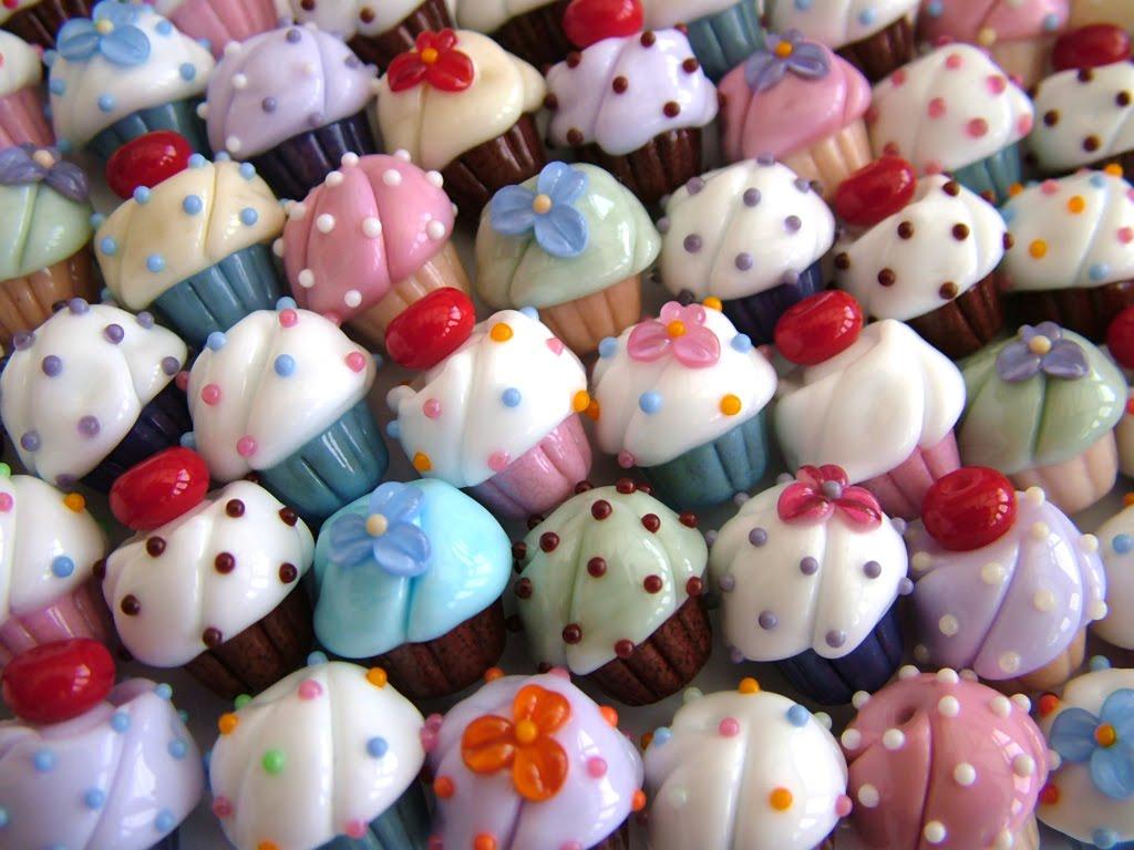 http://4.bp.blogspot.com/_A2UoIHpV7qo/TQ0HtuPKjeI/AAAAAAAAAHs/3SEQtmppCDo/s1600/Cupcakes_Wallpaper__yvt2.jpg