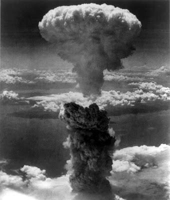 http://4.bp.blogspot.com/_A3z68HdFGgQ/SBj4Kd-85xI/AAAAAAAAA3Q/1rLT5A8dErA/s400/Nagasakibomb.jpg
