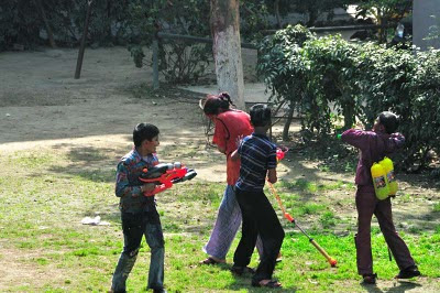 Posted by vibha Malhotra: Holi is a very good excuse for children to get dirty and drenched and not get scolded for it and is also a great opportunity for adults to revisit their childhoods. This holi was a racquet in our locality. See for yourself.: Give Up! You are Surrounded.