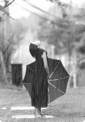 """La vida no es esperar a que pase la tormenta, es aprender a caminar bajo la lluvia..."""