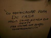 porta banheiro rodoviária rita maria Florianópolis cagar fora de casa
