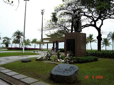 Momumento em homenagem a Imigração Japonesa em Santos SP Brasil - foto de Emilio Pechini