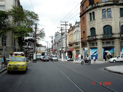 Praça Mauá com trilhos de bonde em Santos - SP - Foto de Emilio Pechini em 17/09/2008