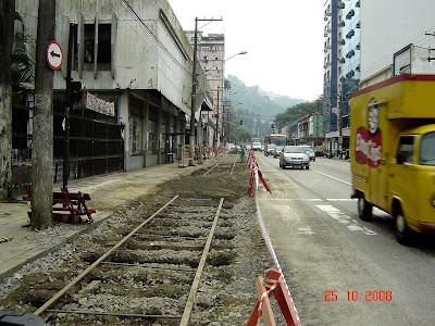 Avenida São Francisco - instalação de trilhos - foto de Emilio Pechini