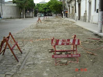 Trilhos em frente à Igreja do Carmos foram refeitos. Foto de Emilio Pechini, em 22/02/2009 - Santos - SP