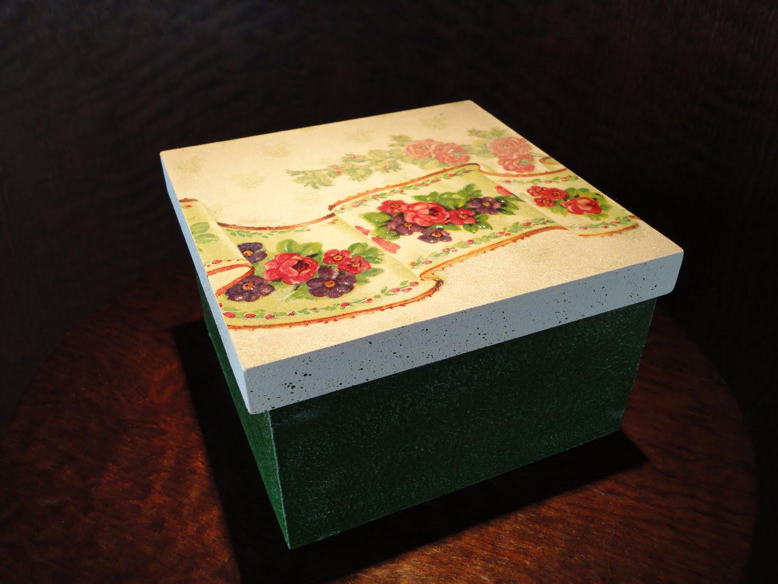 Caixa em mdf com decoupage e textura *Caixas decoradas* com pintura  #B78714 1600x1200