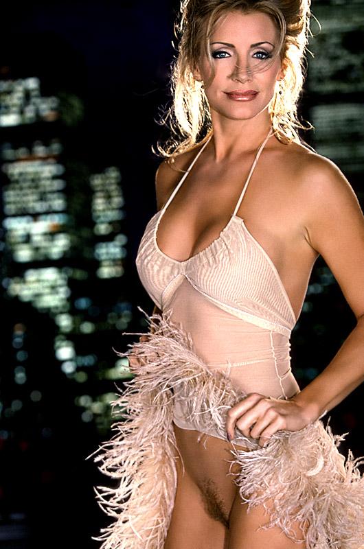 Shannon Tweed desnuda en Dead Sexy ANCENSORED