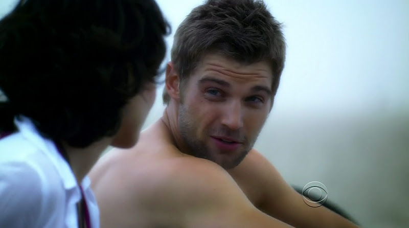 Mike Vogel Shirtless on Miami Medical s1e04