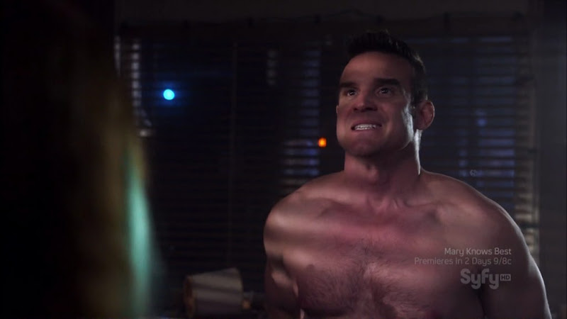 Eddie McClintock Shirtless on Warehouse 13 s2e02