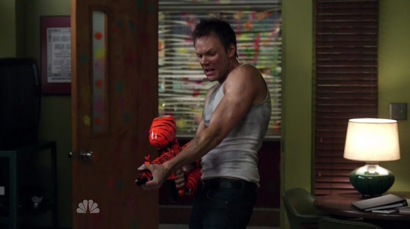 Joel McHale Shirtless on Community s1e23