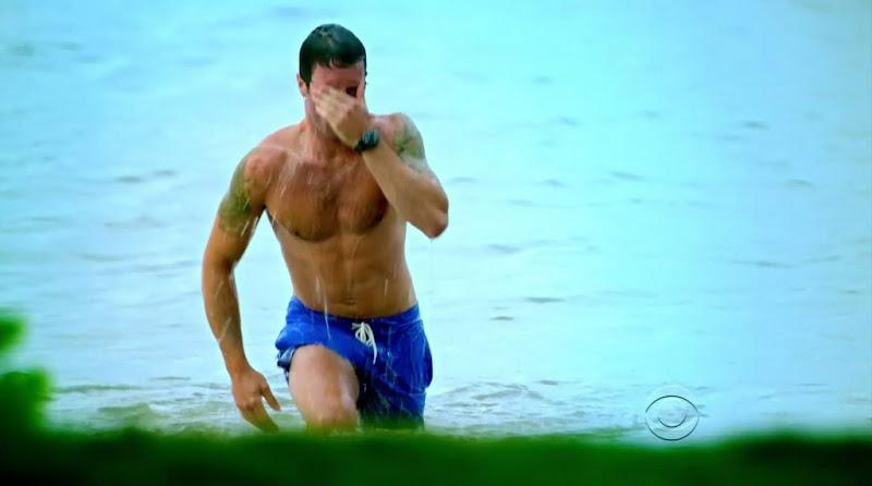 Alex O'Loughlin Shirtless on Hawaii Five-0 s1e02