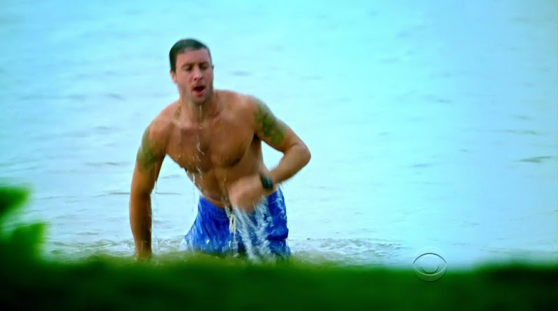 Alex O'Loughlin Shirtless on Hawaii Five-0 s1e02