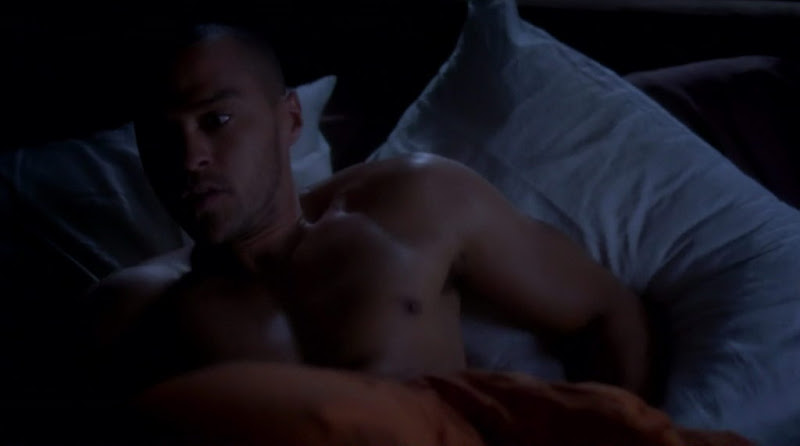 Jesse Williams Shirtless on Grey`s Anatomy s7e09