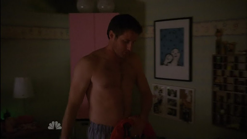 Sam Jaeger Shirtless on Parenthood s2e05