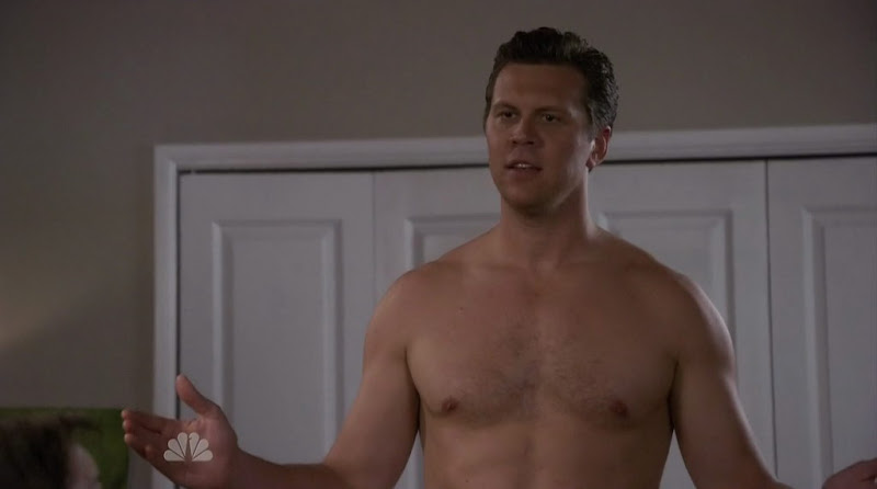 Hayes MacArthur, David Walton, and Kyle Bornheimer are shirtless on Perfect Couples s1e03