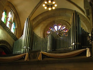 Pipe organ in Manila Cathedral