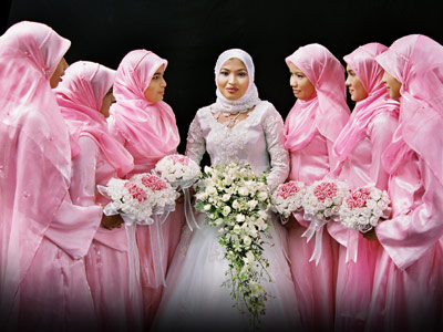 Bridesmaid Dress Designers on Between You And Me       Muslim Women S Bridal Gown And Make Ups
