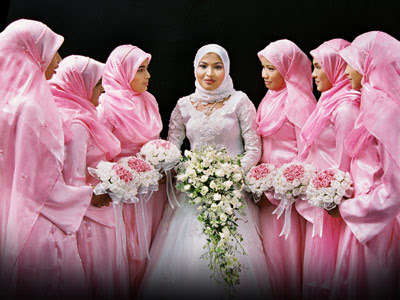 Muslimah Fashion Show 2011 on Jilbab Muslim Woman  Islamic Fashion Wedding Make Up And Dress