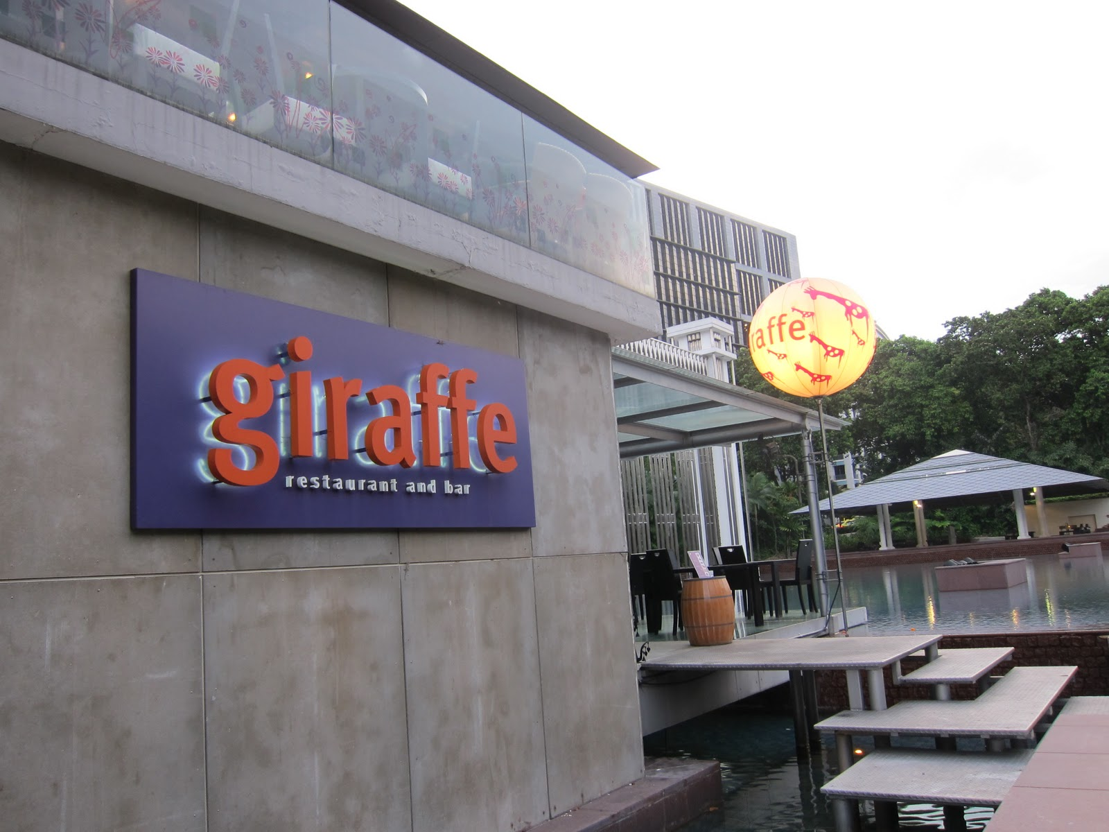 More food please giraffe restaurant and bar istana park for Food bar giraffe