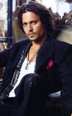 http://4.bp.blogspot.com/_AJ4wGazvdK4/TBBEhrcv8BI/AAAAAAAAA_k/eYINKgt6OYY/s400/Johnny-Depp-birthday-2010_01.jpg