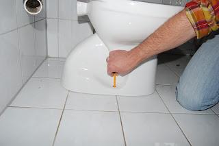 heimwerker tipps austausch einer toilettensch ssel leicht gemacht. Black Bedroom Furniture Sets. Home Design Ideas