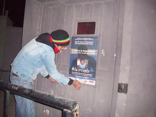 pegatina de afiches antes del año