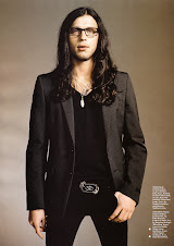 Nathan Followill (L)