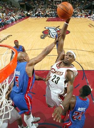 lebron james miami heat dunk wallpaper. lebron james dunking wallpaper. lebron james heat dunk wallpaper. dunks