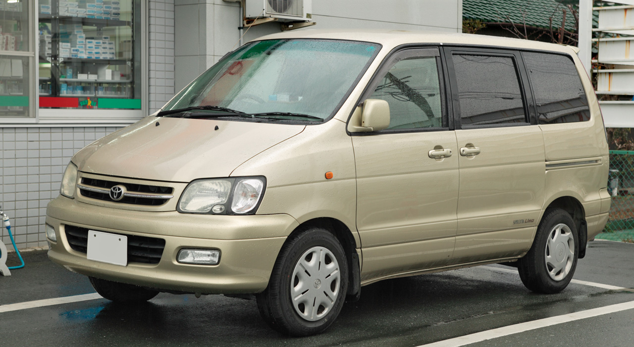 The Toyota Noah Liteace graduated to a bigger and better version in 2001.  The Front View of the Noah. Notice the N Badge