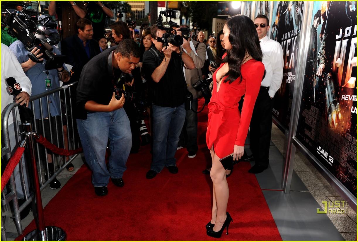 http://4.bp.blogspot.com/_ARNoveiaVyg/TBt4FFDibkI/AAAAAAAAD2g/tXHUz5OLwzo/s1600/megan-fox-red-hot-jonah-hex-premiere-06.jpg