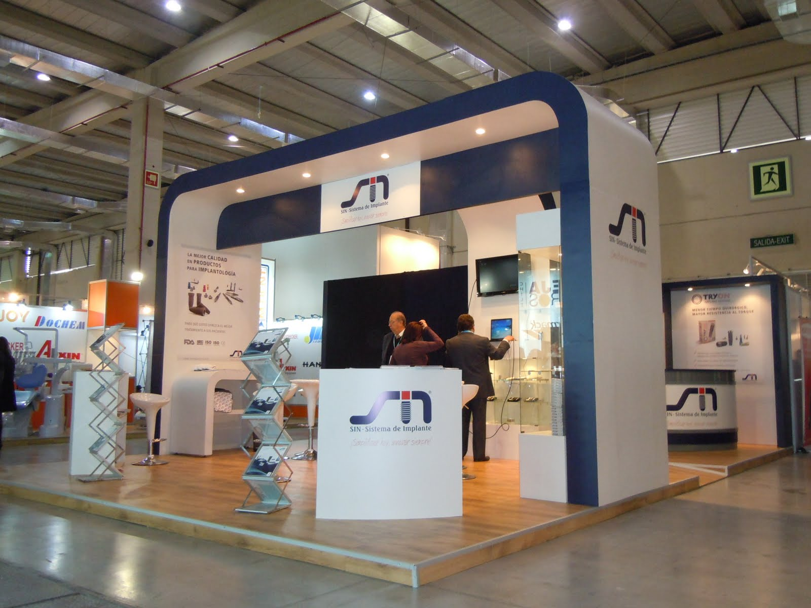Astedise o salon dental stand sin implantes for Salon stand