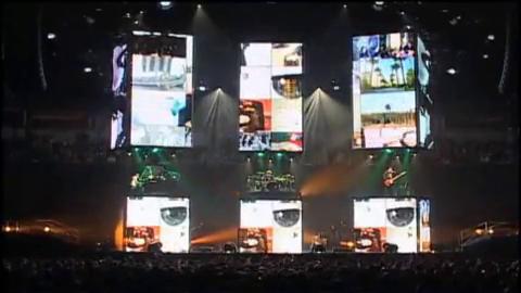 Muse vs Illuminati, Petunjuk Misterius Pada Live Show