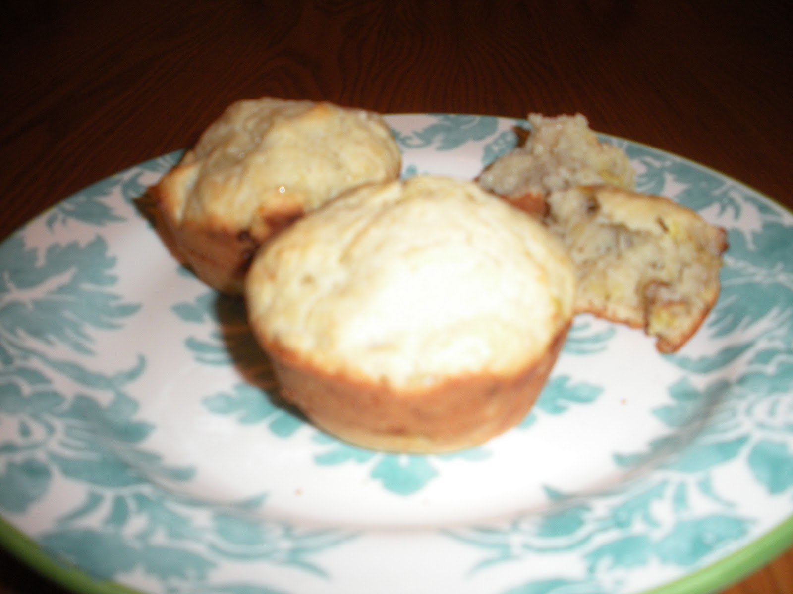 Martha has minions banana walnut muffins preheat your oven to 400 degrees where is that symbol on my keyboard i used a non stick pan if yours isnt youll need some pam or crisco to grease biocorpaavc
