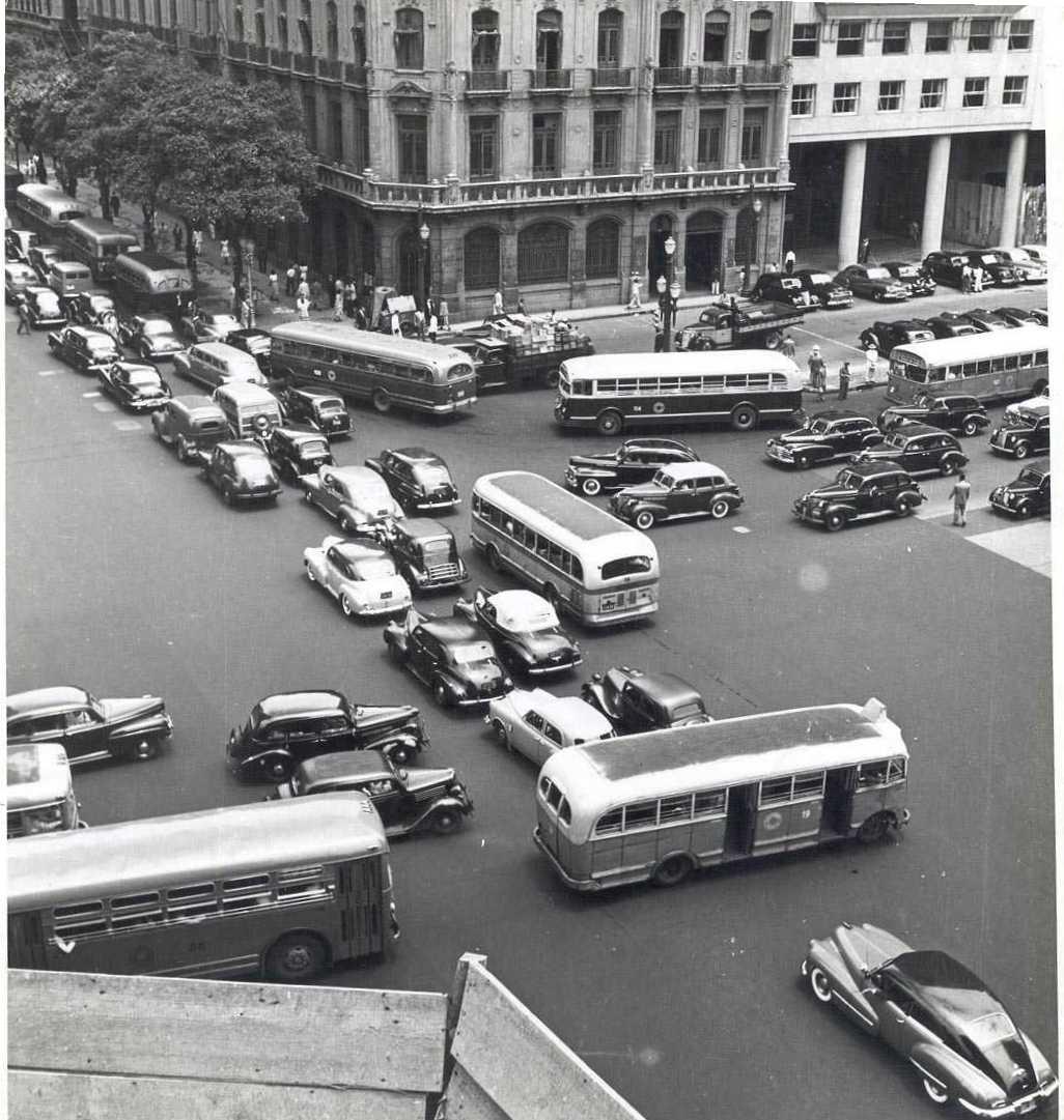 um Studebaker 1947/48 e um