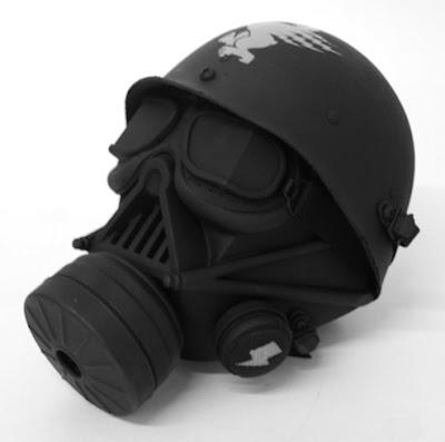 Esta máscara anti-gas de Darth Vader es un diseño de Tristan Eaton y AZK ONE