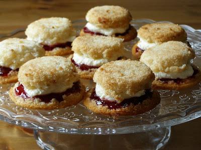 vegan victorian sponge cakes