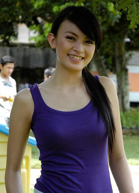 Mayang Naomi Bugil