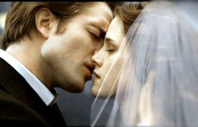Edward-Bella-s-Wedding-3-breaking-d.jpg (400×256)