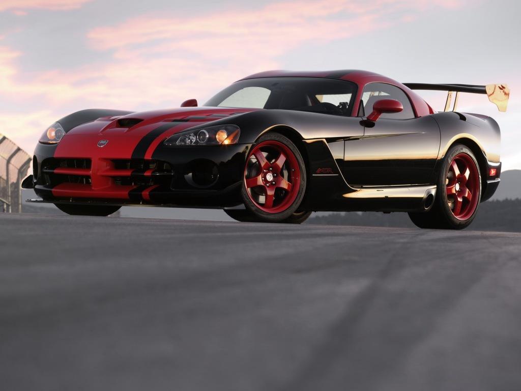http://4.bp.blogspot.com/_A_RvEJx_SlM/TA7GOnoNjuI/AAAAAAAAAGM/UFb3ztK6Iw0/s1600/2008+Dodge+Viper+SRT10+Side.jpg