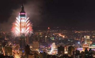 Pesta Kembang Api di menara Taipei 1010