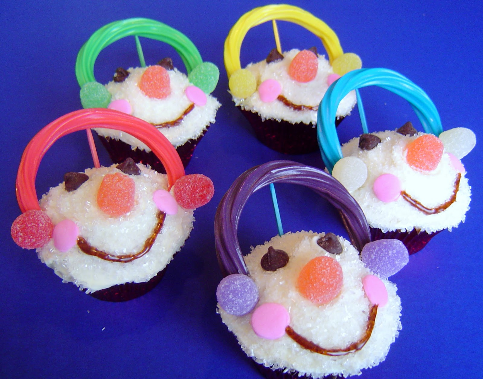 http://4.bp.blogspot.com/_AboRxFABIL8/TOakWLWEmFI/AAAAAAAABec/hSPVeYh2CFQ/s1600/Cupcakes+02.jpg