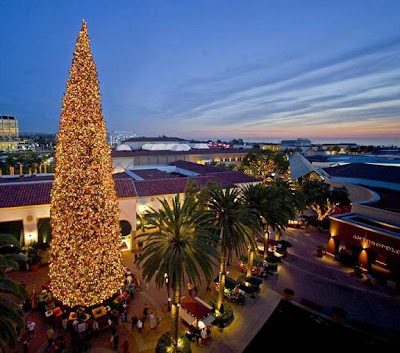 Fashion Island Newport Beach on The 120 Foot Tall Tannen Baum Erected Every November At Fashion Island