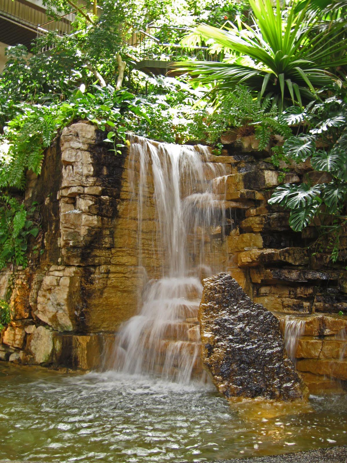 KCMO Lobby Waterfall Crown Center